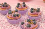 Pistazien-Cupcakes mit Heidelbeermascarpone
