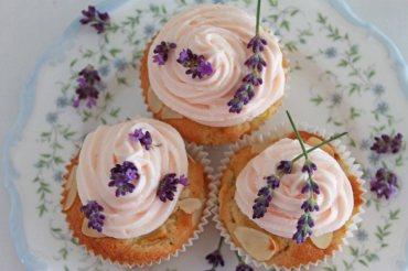 Cupcakes mit Apfel und Lavendelsahne